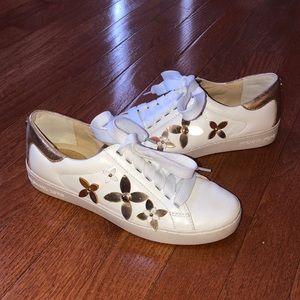 Michael Kors Sneakers SZ 6! (A546)